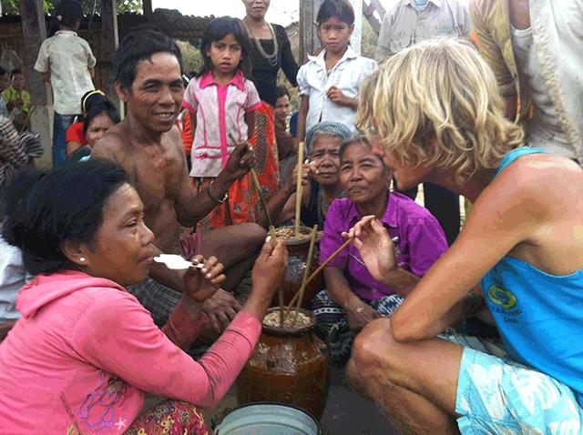 Rijstwijn drinken met locals in de jungle