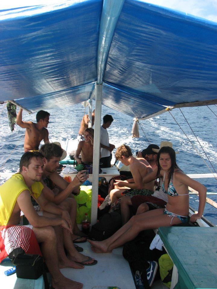 Ik aan het roer met andere reizigers dik ontmoet heb (Filipijnen, 2012)