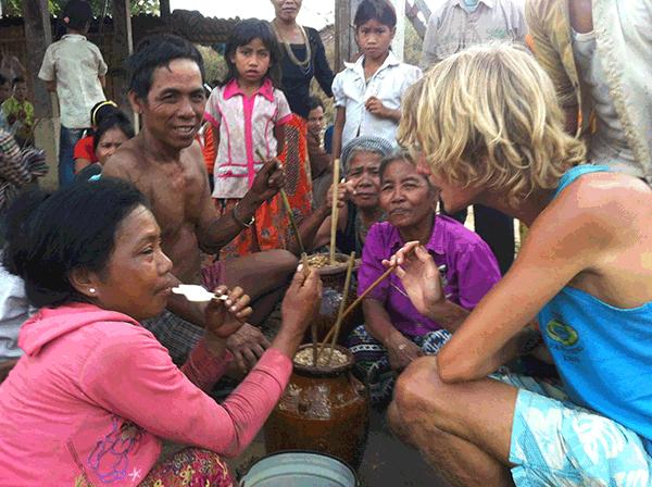 Rijstwijn drinken met locals in Ban Lung