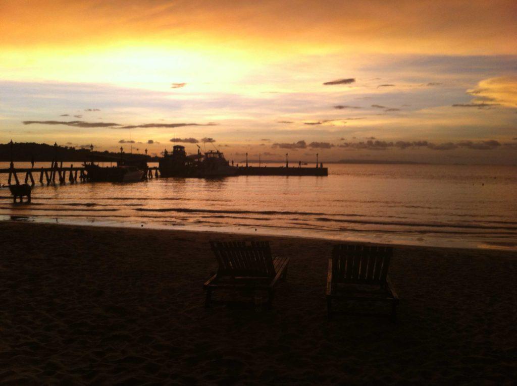 Victory-Beach-zonsondergang3