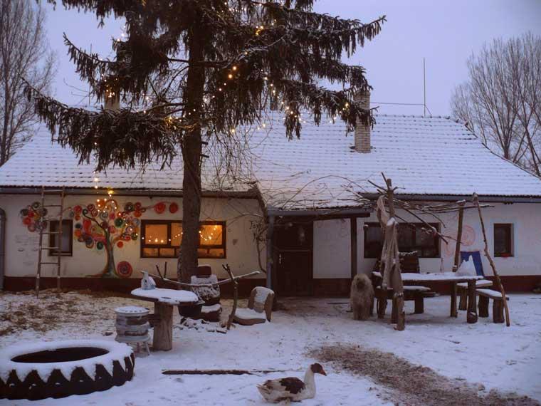Zo ziet de boerderij er in de winter uit
