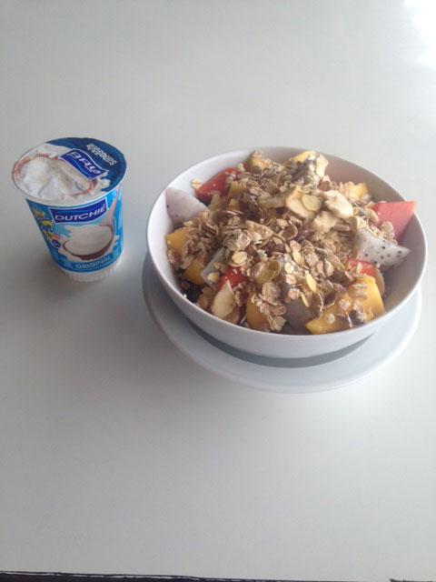 muesli-fruit-yoghurt