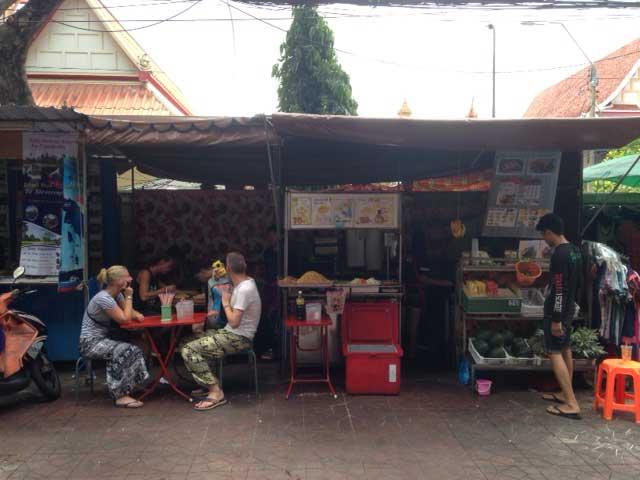 Probeer hier zeker de pad thai en vergeet geen fruitshake te bestellen