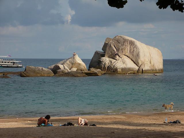 Rotsen Tanote Bay