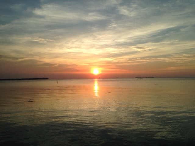 En de zonsondergang even daarvoor (L)