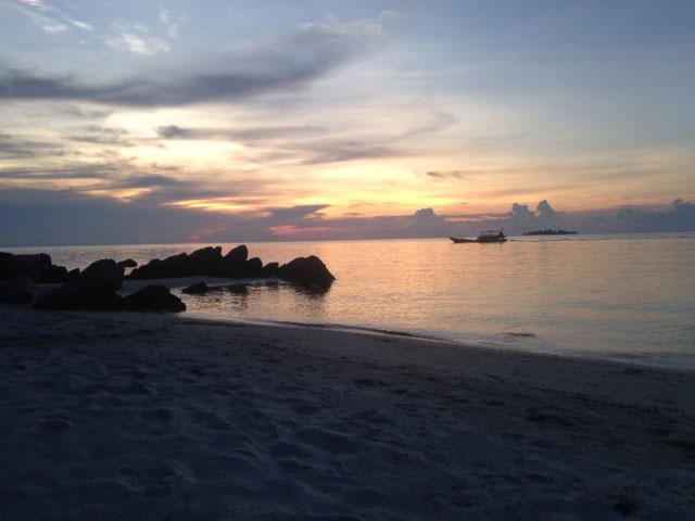 De zonsondergang bij Ajung Gelam