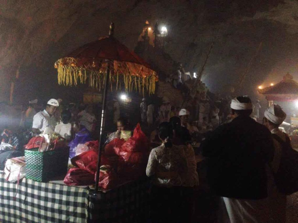 Goa-Giri-Putri-ceremonie