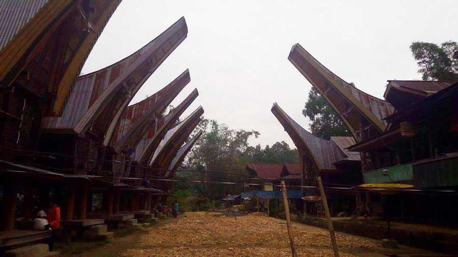 Tana-Toraja-Tongkonan-Rante