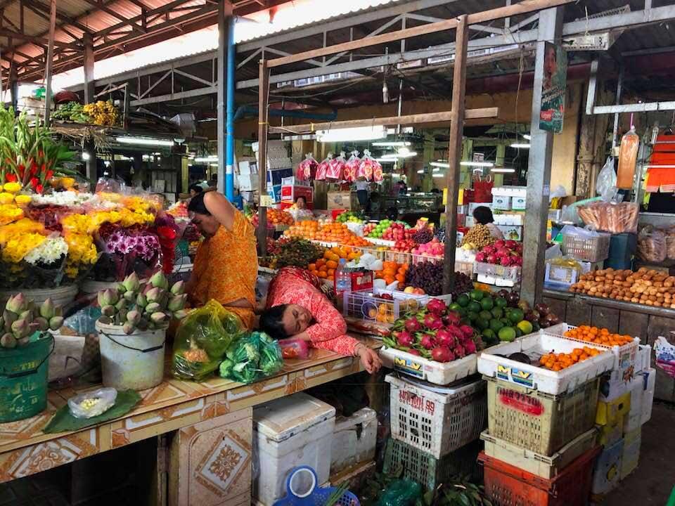 Phsar-Leur-Market-Kampot