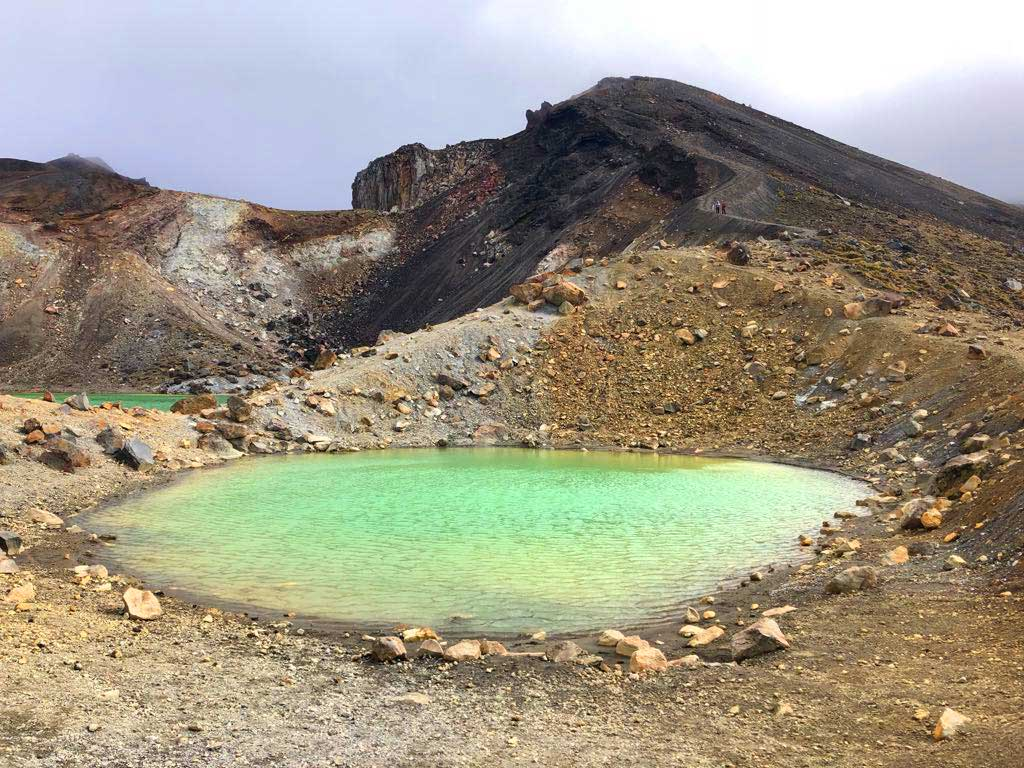Tongariro-Alpine-Crossing-Emerald-Lake-3