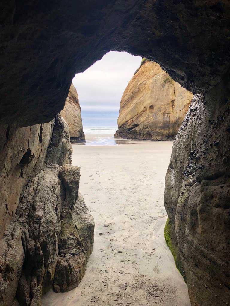 Wharariki-Beach-grot