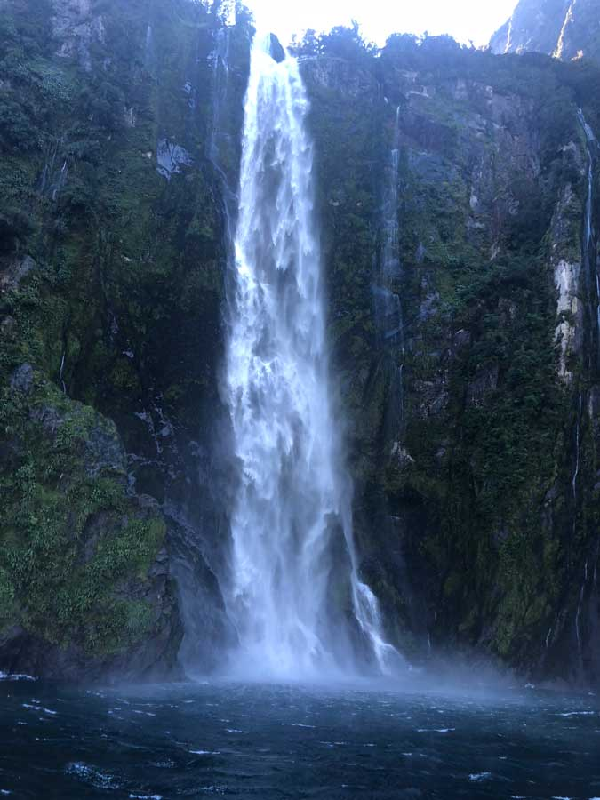 Milford-Sound-waterval
