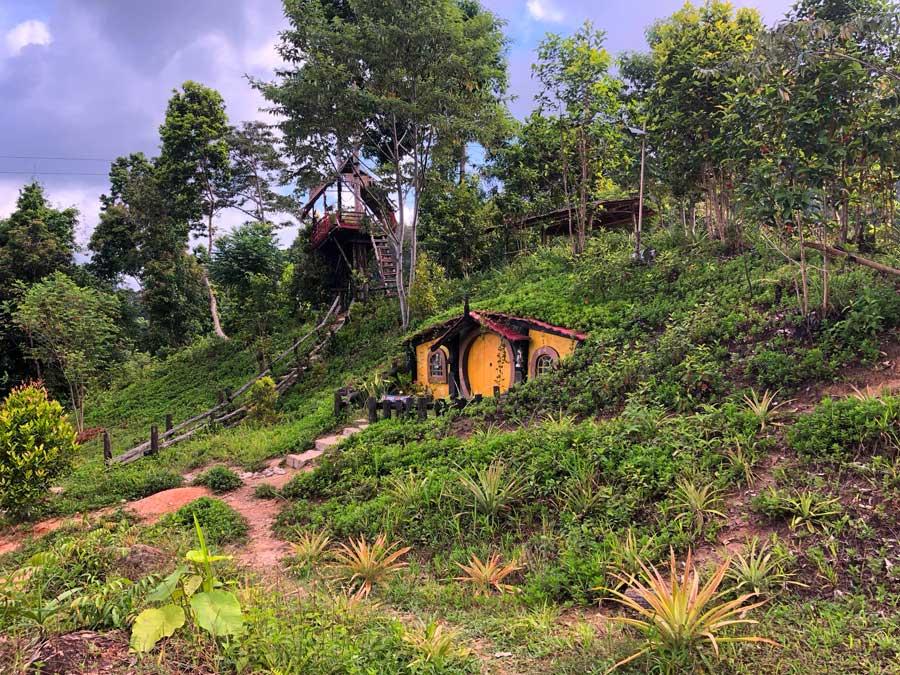 Air-Terjun-Waai-hobbithuis