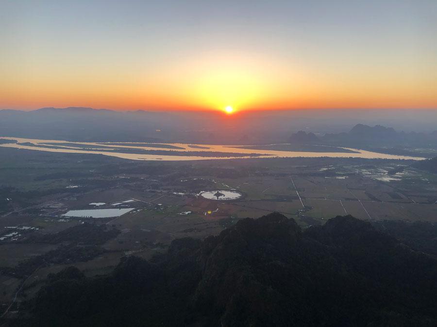 Mount-Zwegabin-zonsondergang